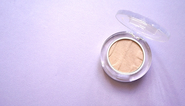 Joe Fresh Highlighter Powder in Champagne