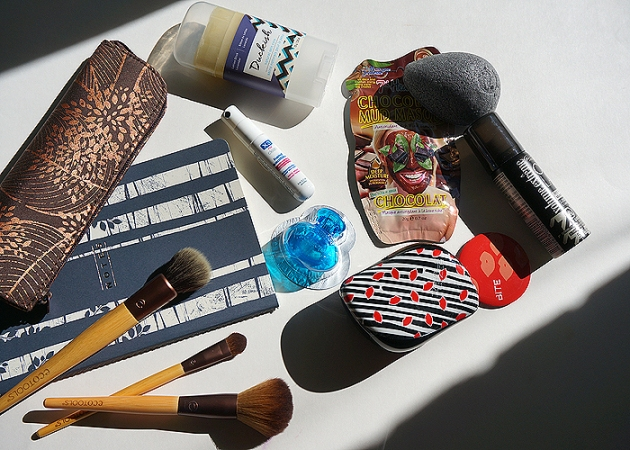 A Travel Beauty Roundup: Brushes, Skincare, Haircare & more | uptherollercoaster.com