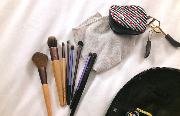 What's In My Travel Makeup Bag? Brushes!